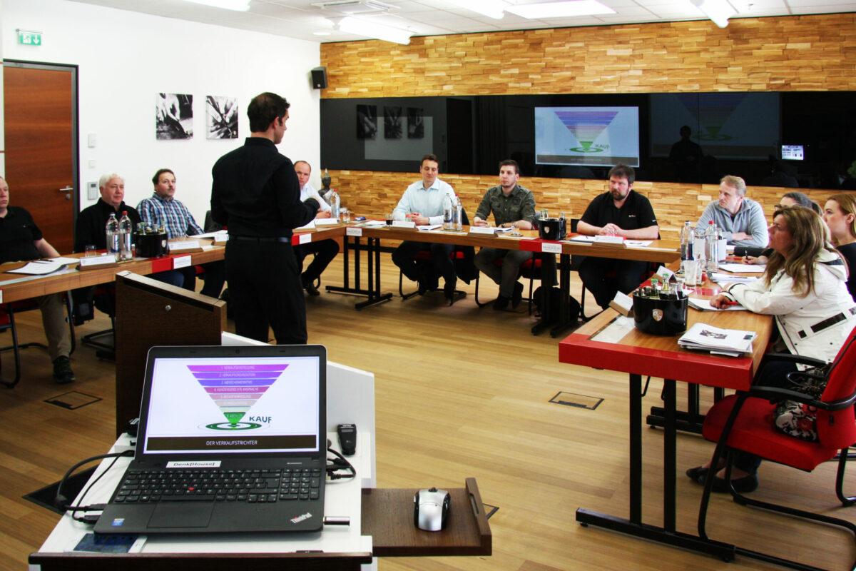 Armin Leinen hält im Unternehmer Seminar