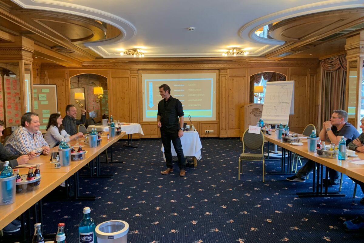 Armin Leinen hält Vortrag im Unternehmer Seminar